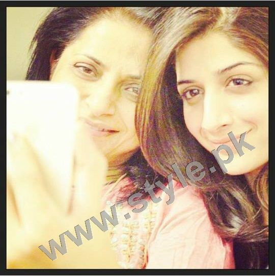 Pictures of Pakistani Celebrities with their mothers 4