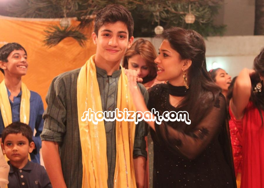 Sanam Jung with her family