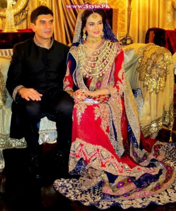 See Top 8 Pakistani Celebrities who wore red color on their wedding day