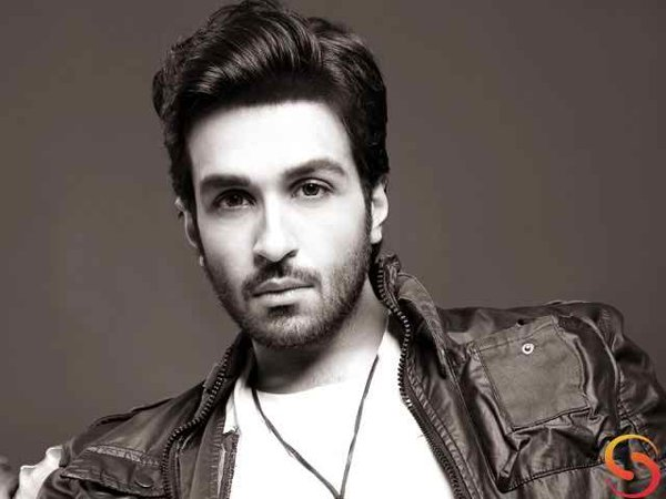 Which Pakistani Celebrities Are Popular On Instagram005