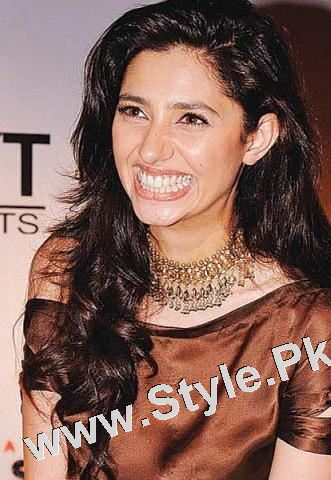 13 Pictures in which Mahira Khan is Smiling High  (3)