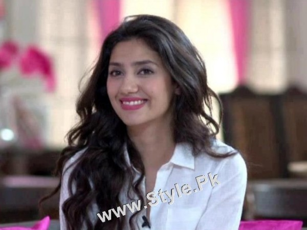 13 Pictures in which Mahira Khan is Smiling High  (8)