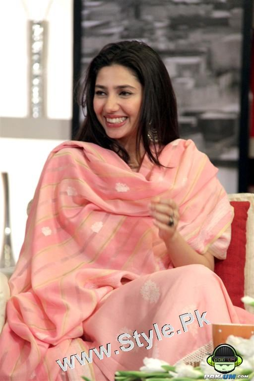 13 Pictures in which Mahira Khan is Smiling High  (9)