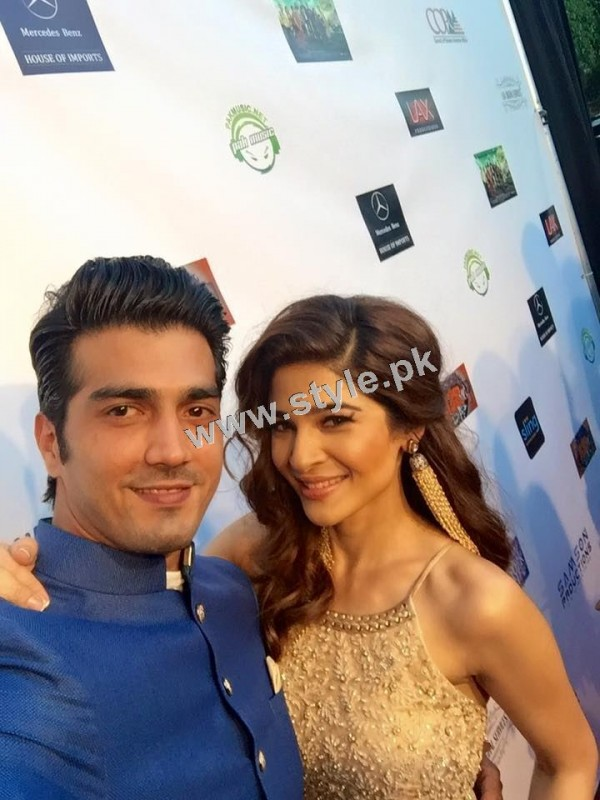 Cast of Karachi se Lahore in Hollywood (10)