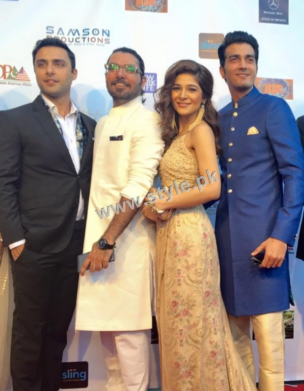 Cast of Karachi se Lahore in Hollywood (7)