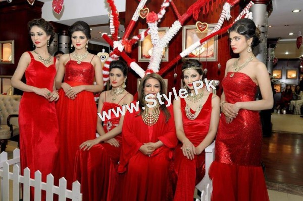 Celebrities at Damas Annual Fashion Show 2015 (4)