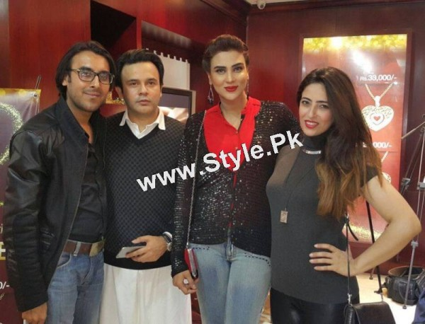 Celebrities at Damas Annual Fashion Show 2015 (5)