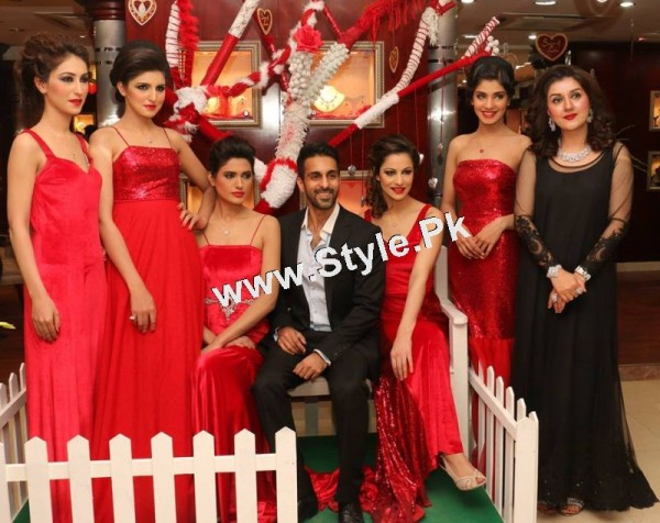 Celebrities at Damas Annual Fashion Show 2015 (8)