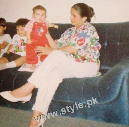 Childhood pictures of Ayeza Khan 11