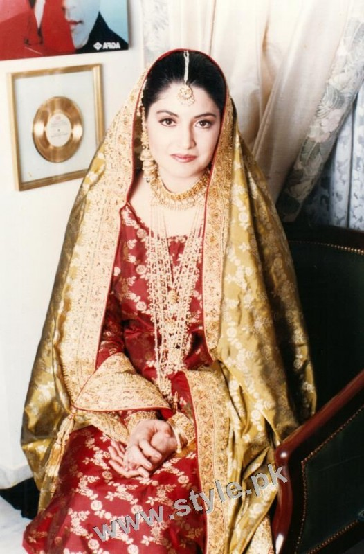 Late Nazia Hassan's Wedding Pictures  (4)
