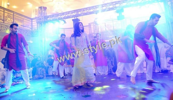 Maya Ali Rocking the dance floor on Mukarram's Mehndi (4)