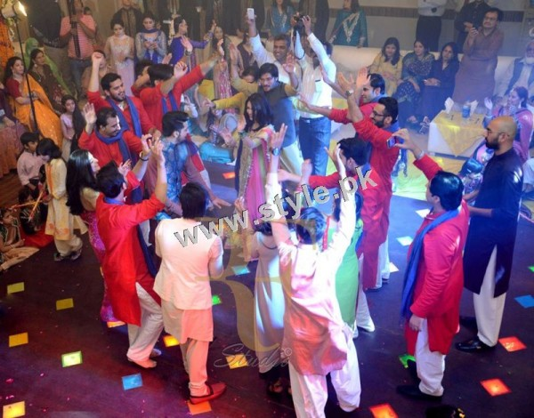 Maya Ali Rocking the dance floor on Mukarram's Mehndi (6)