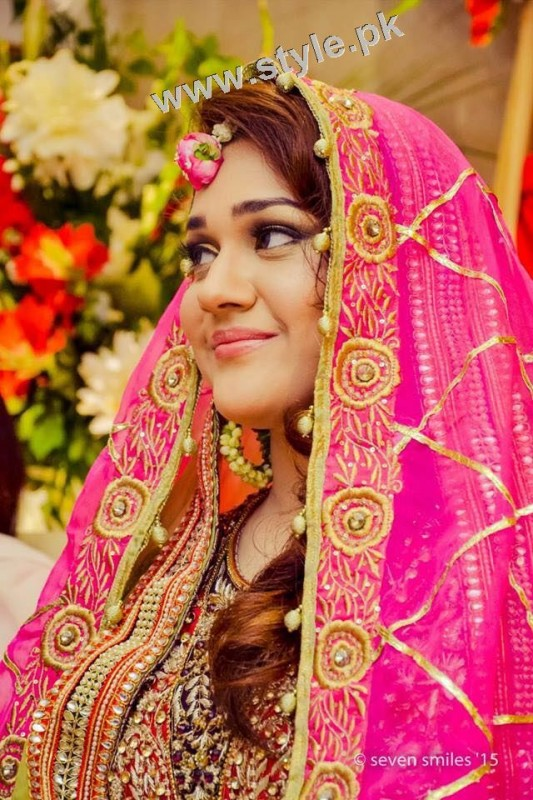 Mehndi outfits 2015 to wear on your big day (3)