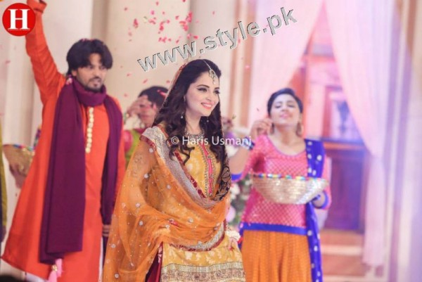Mehndi outfits 2015 to wear on your big day (6)