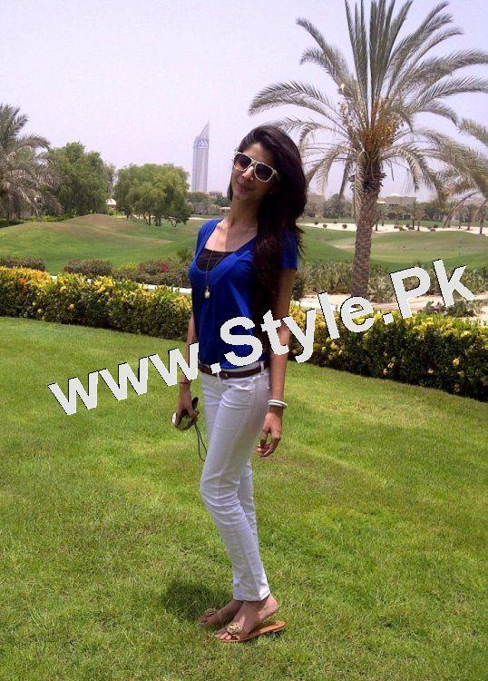 Pakistani Celebrities who are tall (6)