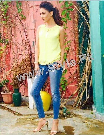 Pakistani Celebrities who look good in Street Style Pants 2015 (6)