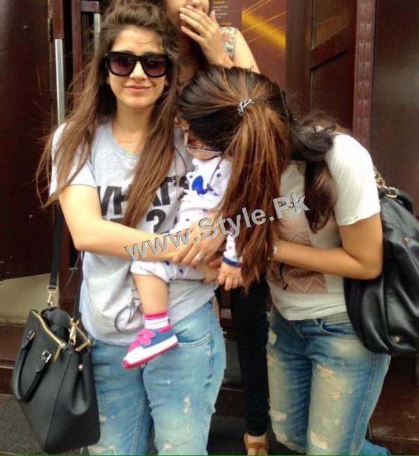 Pakistani Celebrities who look good in Street Style Pants 2015 (7)