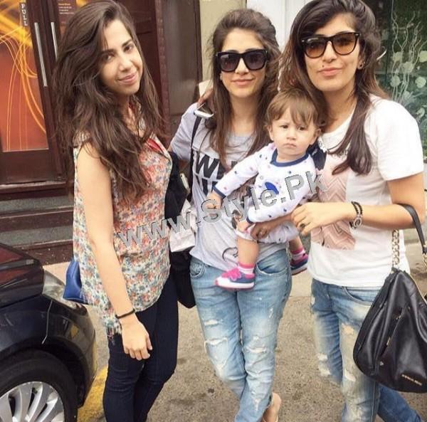 Pakistani Celebrities who look good in Street Style Pants 2015 (8)