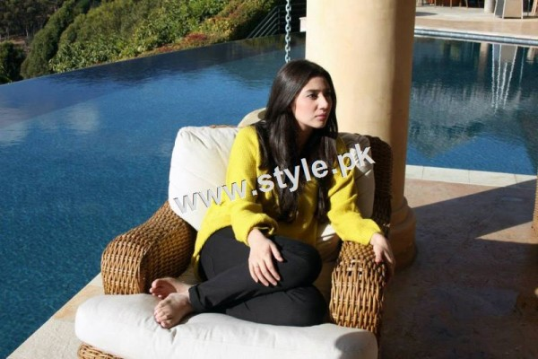 Pakistani Celebrities who look stunning in yellow