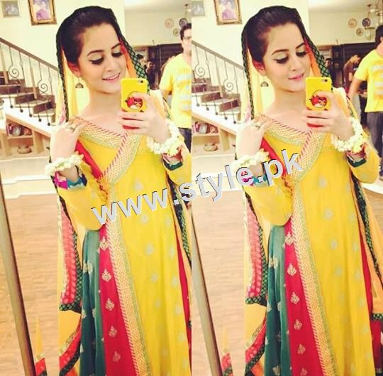 Pakistani Celebrities who look stunning in yellow 7