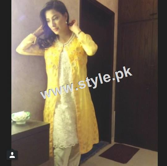 Pakistani Celebrities who look stunning in yellow 9