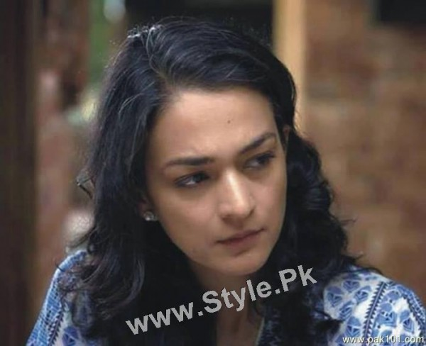 Pakistani Celebrities who prefer to have White hairs (5)