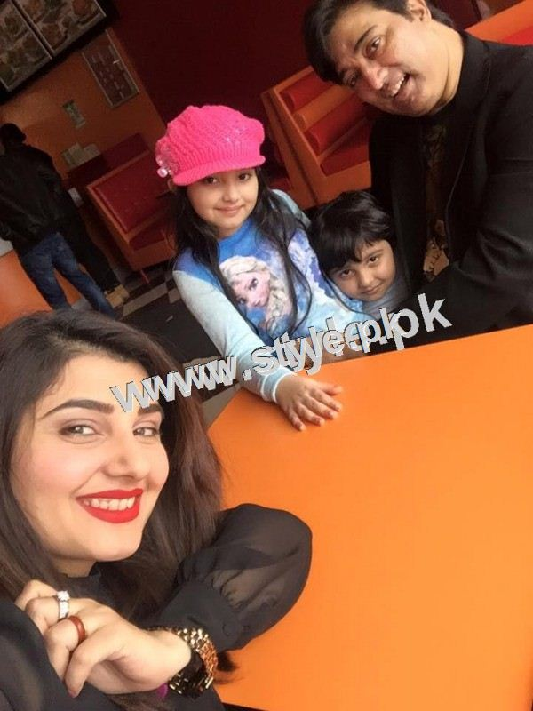 Pakistani Celebrities with their kids 11
