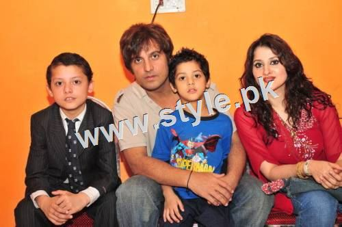 Pakistani Celebrities with their kids 12