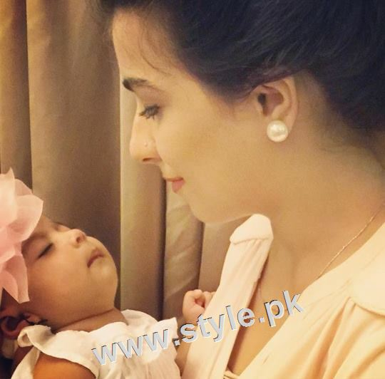 Pakistani Celebrities with their kids 21