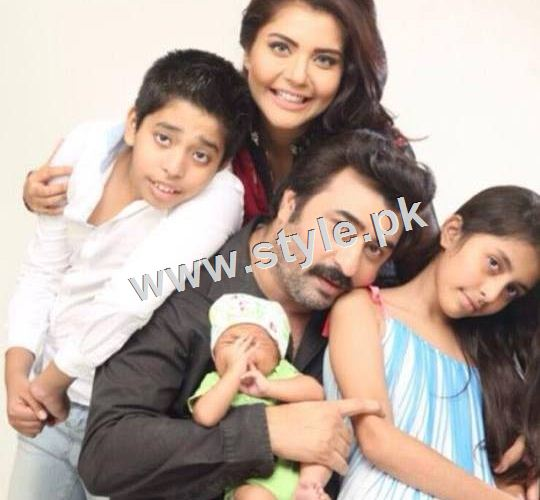 Pakistani Celebrities with their kids 9