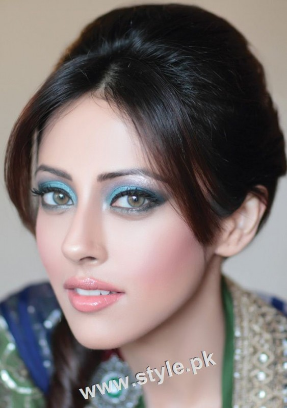 See Pakistani celebrities who look good in colored eye lenses
