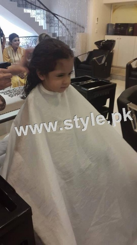 Pictures of Fahad Mustafa's daughter while having a haircut 4