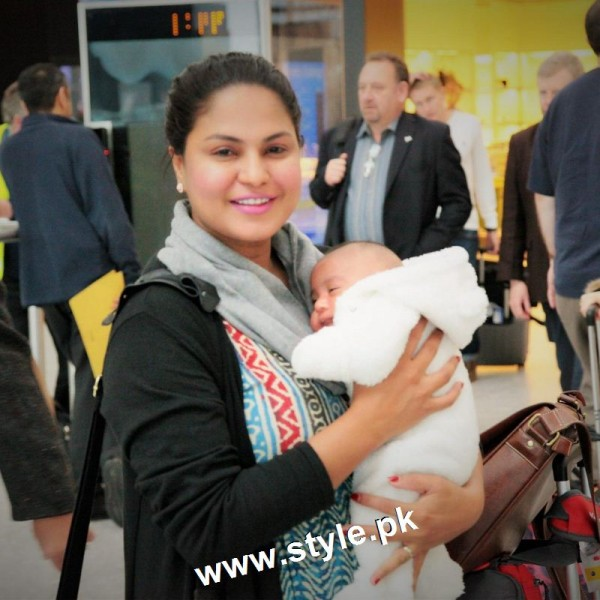 Pictures of Pakistani Celebrities with their newly born babies 3