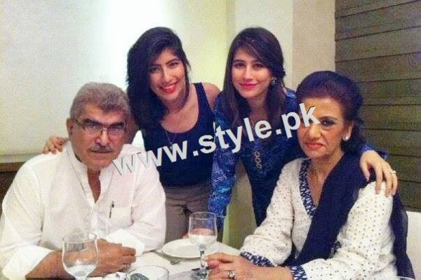 Pictures of Pakistani celebrities with their fathers 12