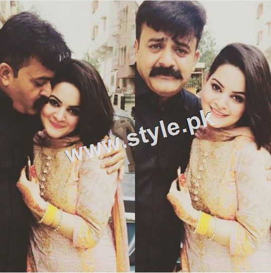 Pictures of Pakistani celebrities with their fathers 13