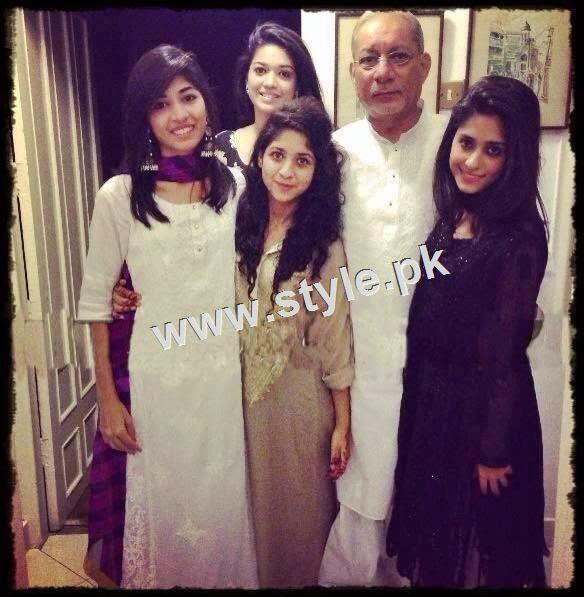 Pictures of Pakistani celebrities with their fathers 5