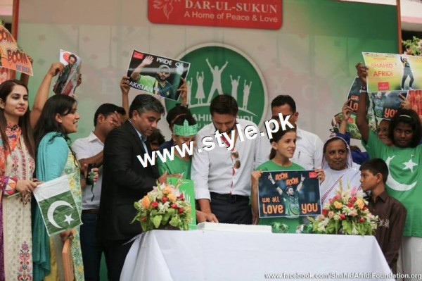 See Shahid Afridi denoted 2 million PKR on his visit to Darul Sakoon