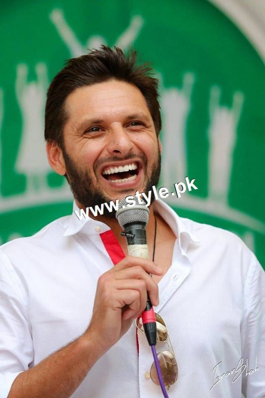 Shahid Afridi denoted 2 million PKR on his visit to Darul Sakoon