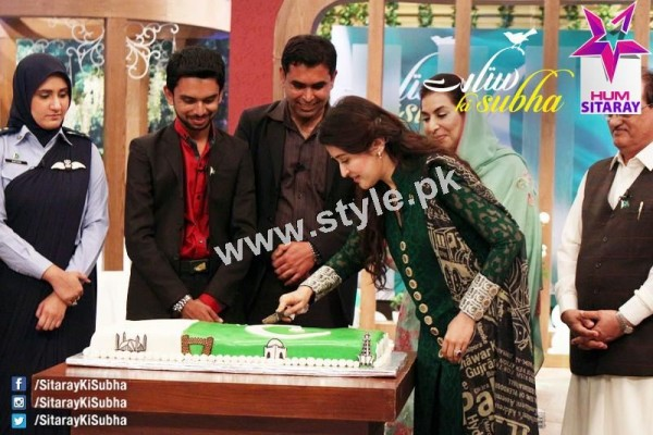Shaista Lodhi's first appearance as a host after her arrest warrants (5)