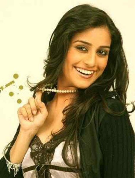 Top 5 Pakistani Actresses With Beautiful Smiles004