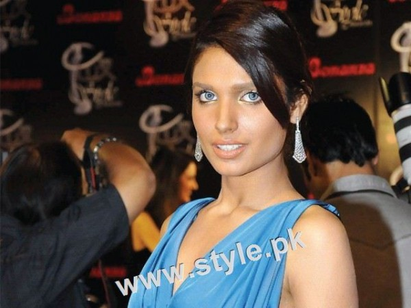 Unsual looks of famous Pakistani Celebrities (5)