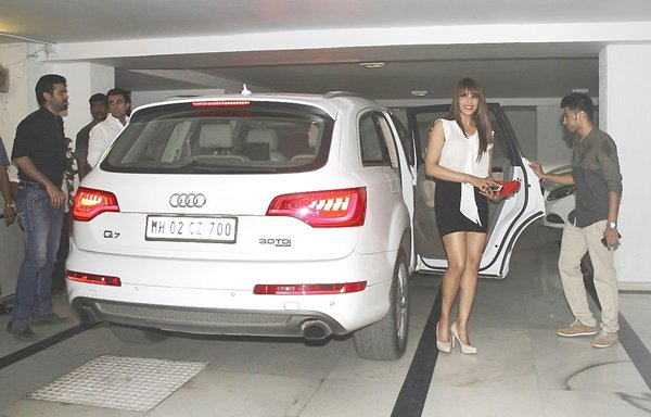 Which Bollywood celebrity has the most number of cars ...