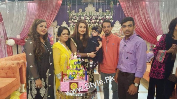 Sadia Imam Celebrated her daughter's birthday in Good Morning Pakistan (3)