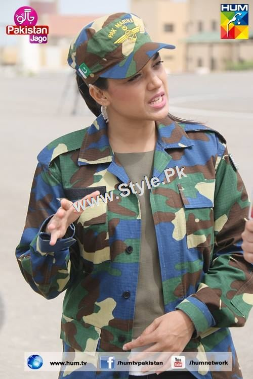 Sanam Jung's look for Defence Day 2015 (18)