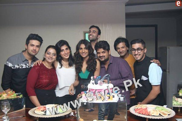 See Birthday Pictures of Amna Ilyas