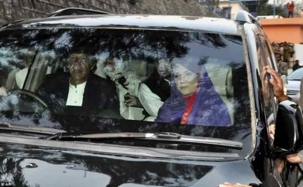 Pakistani Politicians And Their Expensive Cars008