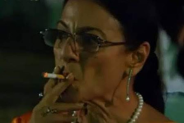Which Indian Actresses Smoke In Real Life003