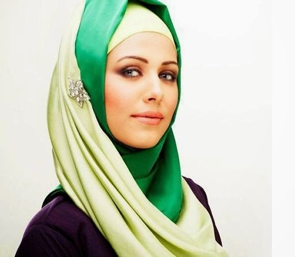 Which Pakistani Actresses Look Beautiful In Scarf001