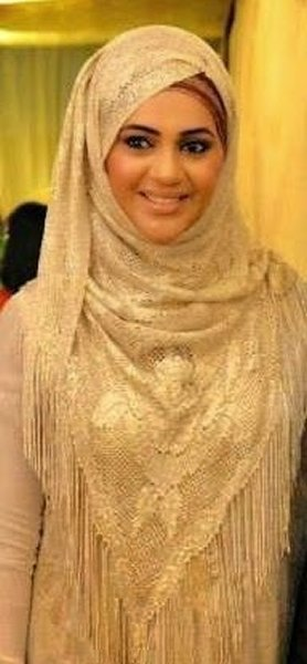 Which Pakistani Actresses Look Beautiful In Scarf006