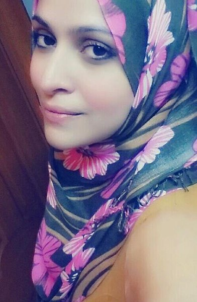 Which Pakistani Actresses Look Beautiful In Scarf994